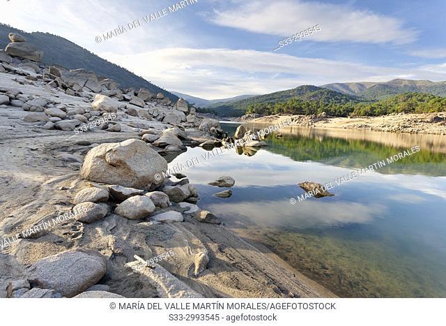 Drought at Burguillo reservoir. Sierra de Gredos. Avila. Spain