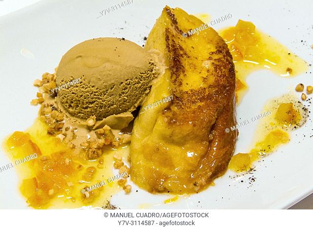 Postre de Tostada con helado (toast with ice cream dessert). Restaurante Akebaso, Axpe, Biscay, Basque Country, Spain