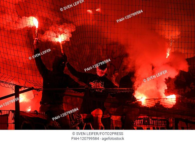 Stuttgart fans, Bengalos, Bengalo, Bengalos, fireworks, flare, fans, audience, spectators, mood, atmosphere, stadium, 27.05