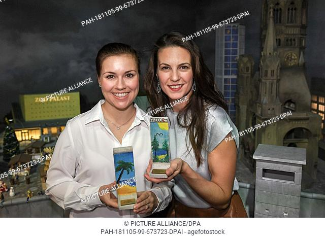05 November 2018, Berlin: Actress Sarah Tkotsch (l) and presenter Katrin Wrobel show self-designed wall elements on a scale of 1:21 at a press event in Little...