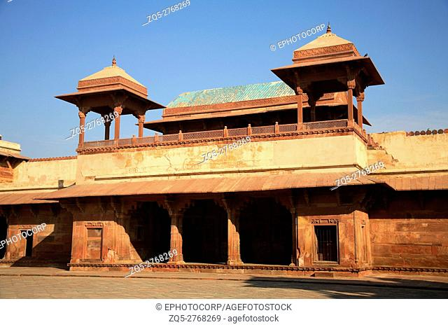 Summer Palace Diwan-e-khas, Fatehpur Sikri, was the political capital of India's Mughal Empire under Akbar's reign, from 1571 until 1585, when it was abandoned