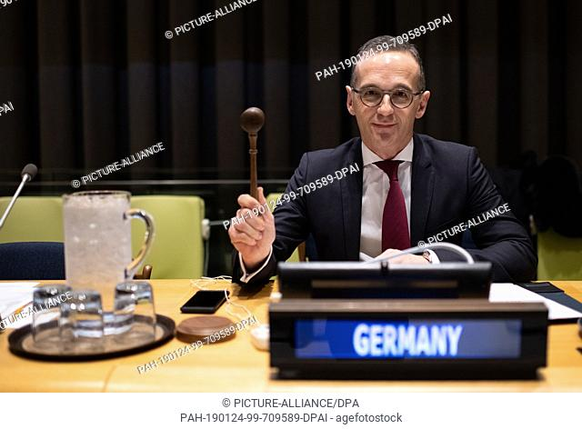 dpatop - 24 January 2019, US, New York City: Heiko Maas (SPD), Foreign Minister, picks up the hammer of the session leader before the opening of the informal...