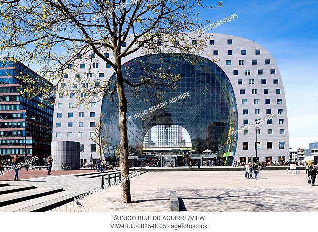 Frontal elevation of horse-shoe shaped market hall and context on public square. Market Hall Rotterdam, Rotterdam, Netherlands. Architect: MVRDV, 2014