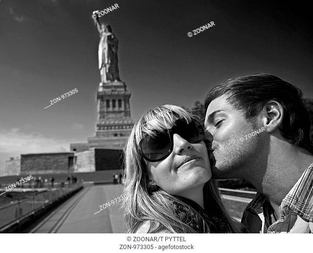 Statue Kiss