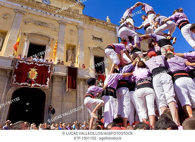 Colla Jove Xiquets de Tarragona 'Castellers' building human tower, a Catalan tradition Festa de Santa Tecla, city festival  Plaça de la Font Tarragona, Spain