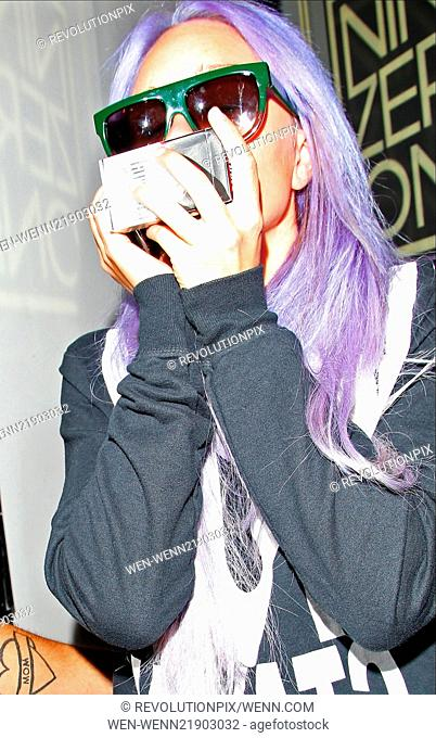 Troubled star Amanda Bynes spotted leaving Nine Zero One salon sporting new purple hair Featuring: Amanda Bynes Where: Los Angeles, California