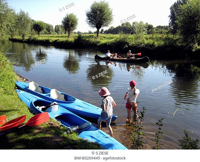 canoeists having a break at river bank, Germany, North Rhine-Westphalia, Weeze