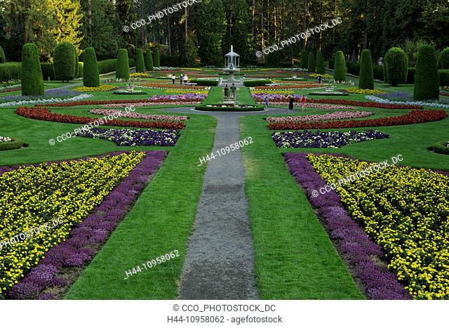 People enjoying the Duncan Garden in the summertime. Spokane, Washington. USA