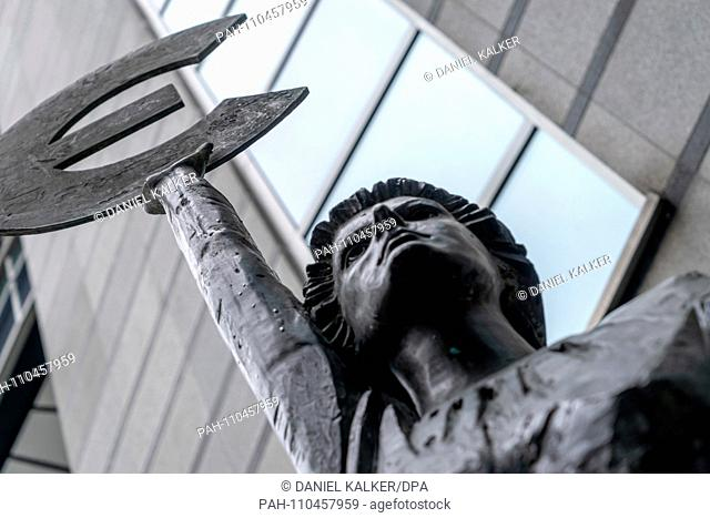 Belgium: The 'Europe' sculpture of Belgian artist May Claerhout outside the European Parliament in Brussels..Photo from 08. October 2017