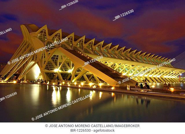 Príncipe Felipe museum of sciences at dusk, by S. Calatrava, City of Arts and Sciences, Comunidad Valenciana, Valencia, Spain, Europe