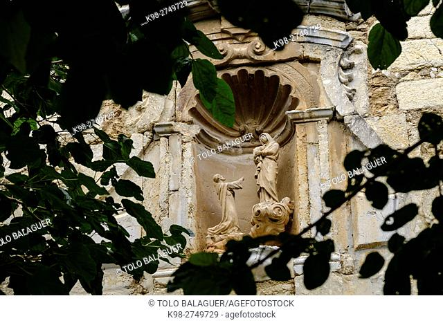 Virgen dando el rosario a Santo Domingo, detalle de la portada, iglesia de Santo Domingo, Inca, Majorca, Balearic Islands, Spain