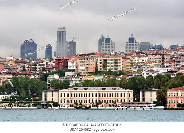 Turkey, Istanbul, Bosphorus, skyline of Istanbul at back