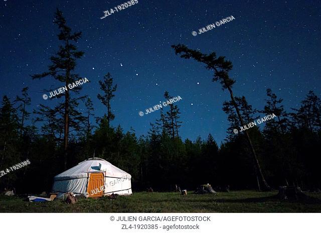 The yurt and the Big Dipper. Mongolia, Khovsgol, Khovsgol lake. (/Julien Garcia)