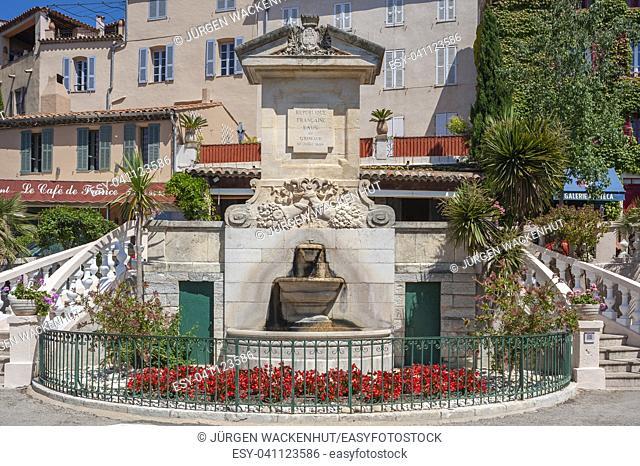Fountain on the Place Neuve, Grimaud-Village, Var, Provence-Alpes-Cote d`Azur, France, Europe